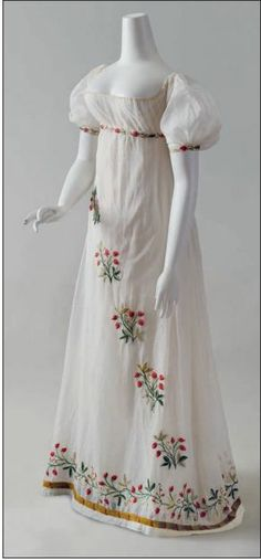 CREWEL EMBROIDERED DRESS French, ca. 1805 This gown is believed to have belonged to the Comtesse de Pontèves-Bargème, née Marie Antoinette de Paul (1787–1854) who married Louis Balthasar Alexandre, Comte de Pontèves-Bargème (1781–1868) on April 16, 1804. One of the oldest noble families of Provence, the Pontèves-Bargème resided in the Château d'Ansouis from the twelfth century onward.