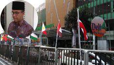 Gubernur DKI Jakarta Anies Baswedan menyayangkan bendera negara Asian Games yang diikat bambu dicopot PPSU. Anies menginstruksikan agar bendera-bendera yang diikat bambu dipasang kembali.