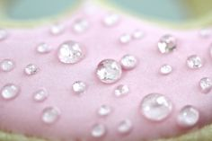 How to make sugar dew drops-These would be amazing to put on gumpaste flowers!