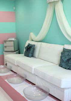 This ::beauty bar:: has some lovely design elements to incorporate into a home space!