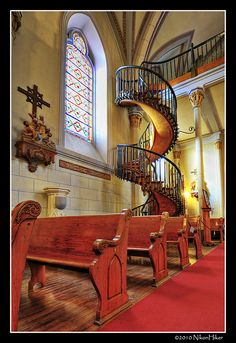 The Miraculous Staircase of the Loretto Chapel in Santa Fe. Wedding in this church would be beautiful. Perfect staircase for bride to enter. New Mexico Style, New Mexico Usa, Loretto Chapel, Great Places, Beautiful Places, New Mexico Santa Fe, Arizona, New Mexican, Southwest Style