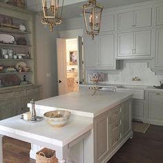 An elegant bakers kitchen/butler's pantry  | Designed by @keriperry13 #interiordesign #design #decor #butlerspantry #nomnom #bakerskitchen #kitchen #kitchendesign #custom #cabinetry #luxury #madeinamerica #craftsmanship @bellkbstudios #inspiration #grayowl
