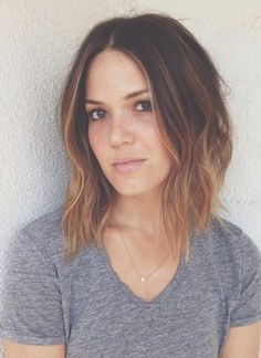 Beautiful Ombre Bob Hairstyles to affect you to accompany the trend. Browse through absurd ombre bob beard blush account to clothing your claimed style. Ombré Hair, New Hair, Medium Hair Styles, Short Hair Styles, Corte Y Color, Brown Balayage, Bayalage Bob, Brown Lob, Ombre Hair Color