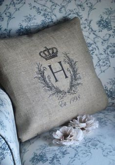 Love these burlap pillows.