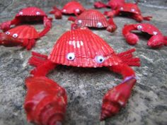 Crabs made of seashells and pipe cleaners