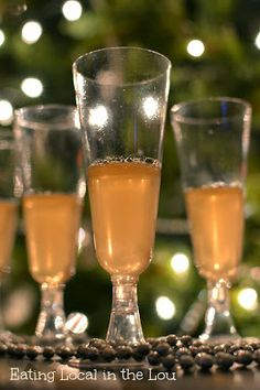 Peach and Prosecco Gelatin Shots ~ a little bubbly adult treat for the New Year