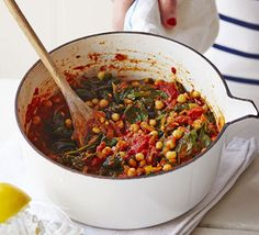 A superhealthy vegetable-packed curry with chickpeas, spinach and tomatoes. Serve with filling brown basmati rice