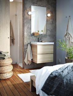 An open-plan bedroom-bathroom