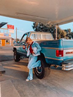 Looks Country, Cute N Country, Country Girls, Country Style Outfits, Southern Outfits, Jacked Up Trucks, Old Pickup Trucks, Western Outfits Women, Western Photography