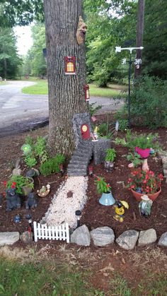 Inspiring Gnome Garden And Fairy Garden Design Ideas To Copy Right Now - Mo. - Inspiring Gnome Garden And Fairy Garden Design Ideas To Copy Right Now – Modern Design Garden Crafts, Garden Projects, Garden Art, Garden Types, Kid Garden, Pebble Garden, Fairy Tree Houses, Fairy Garden Houses, Fairy Garden Doors