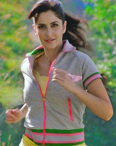 Workout to feel good Katrina Kaif Wallpapers, Katrina Kaif Images, Katrina Kaif Photo, Bollywood Celebrities, Bollywood Actress, Beautiful Lips, Beautiful Women, Bollywood Stars, India Beauty