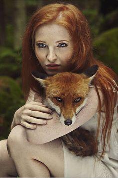 As fotos mostram o contraste de cores com pessoas ruivas e a natureza (Reprodução/Karolina Ryvolová)