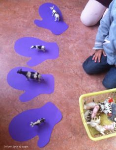 Je mets 1 animal dans chaque moufle Library Center, Petite Section, Kindergarten, Projects To Try, Classroom, Traditional Tales, Sea Ice, Class Room, Kindergartens