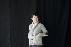 """snow skies"" pattern by ash alberg, published in issue winter worsted weight knitted raglan cardigan with leather toggles and elbow patches. available on ravelry and online. Lace Knitting, Knitting Socks, Knitting Ideas, Oversized Cardigan, Knit Cardigan, Wool Wash, S Models, Fabric Scraps, Wool Sweaters"