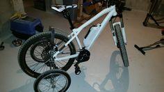 Les stabilisateurs EZT montés sur un VAE suspendu. Condition Physique, Adult Tricycle, Wheels, Bicycle, Training, Ferris Wheels, Bike, Bicycle Kick, Bicycles
