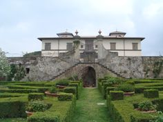 Villa Le Corti, It is here that Principe Corsini produces his wine and his oil, constantly trying to communicate a sense of proportion that belongs to both character and style.