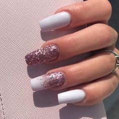 Prized by women to hide a mania or to add a touch of femininity, false nails can be dangerous if you use them incorrectly. Types of false nails Three types are mainly used. White Nail Designs, Acrylic Nail Designs, Nail Art Designs, Nails Design, Aycrlic Nails, Love Nails, Coffin Nails, Stylish Nails, Trendy Nails