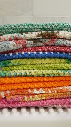 Dishcloth By Claire - Free Crochet Pattern - (thedomesticdash)