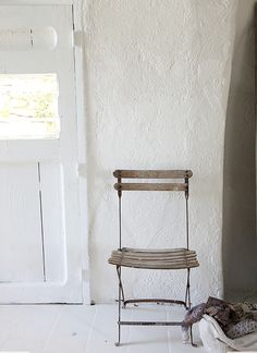 """ tao-te-beau: "" niceroom: "" Bliss: my happy place: nimes house "" "" Old Chairs, Vintage Chairs, Outdoor Chairs, High Chairs, Metal Chairs, Wabi Sabi, Bistro Chairs, White Cottage, French Farmhouse"