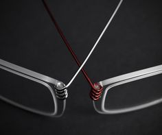 Monoqool has made a series in the unique NXT@ material, which is extremely strong and lightweight. This has helped them to make eyeglasses with 'volume' without adding weight. So the frames weighs only 5 grams. The NXT material was first developed by the US military for the usage in windshields in helicopters.
