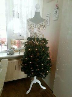 Kerstboom van paspop        door carola van der laan