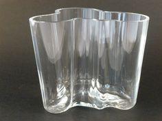 Vaso Savoy de Alvar Aalto para Ittala Disponible en www.moblerdesh.com