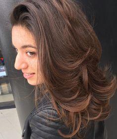 brunette voluminous layered hairstyle
