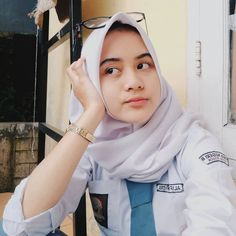 Girl in Hijab Simple Hijab, Hijab Collection, Foto Fashion, Indonesian Girls, Girls Uniforms, Girl Hijab, Muslim Girls, Beautiful Hijab, Ulzzang Girl