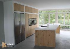 Wij maken massief eiken houten deuren en lakenfronten voor de Ikea keuken kasten. Ook realiseren wij betonnen bladen die ter plaatse gemaakt worden.