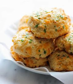 CanadianBakin' - Gluten Free Recipes, Beauty, Lifestyle and More: Copy Cat Red Lobster Cheddar Bay Buscuits (Gluten Free)