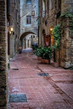 What are some of the most beautifull towns in the region of Umbria, Italy? Here are 5 of what I think are the best towns in Umbria! Cultural Architecture, Italy Architecture, Architecture Plan, Wonderful Places, Beautiful Places, Beautiful Life, Travel Around The World, Around The Worlds, Places To Travel
