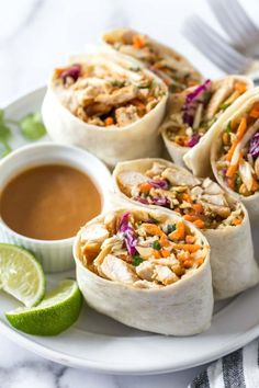These Asian chicken wraps with peanut sauce are an easy and healthy lunch. Tortillas filled with chicken, crunch coleslaw and peanuts with a spicy, tangy peanut sauce. mittagessen Asian Chicken Wraps with Peanut Sauce - Simply Whisked Asian Chicken Wraps, Healthy Chicken Wraps, Healthy Wrap Recipes, Spicy Chicken Wrap, Healthy Lunch Wraps, Veggie Wraps, Lettuce Wraps, Easy Recipes For Lunch, Chicken Salad Wraps