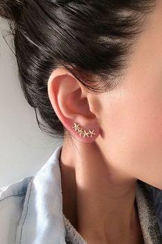 Starfish Earrings Ear Crawler Climber Earring Gold by Elamese Ear Jewelry, Cute Jewelry, Jewelry Accessories, Jewelry Design, Jewellery, Starfish Earrings, Wire Earrings, Climbing Earrings, Accesorios Casual
