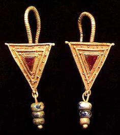 ROMAN GOLD EARRINGS II-III c. A.D.