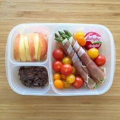 Healthy and easy to make! Love this @easylunchboxes lunch idea!
