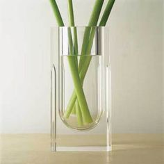 A clear acrylic volume houses a fine metal container within its core. Available in Acrylic and white metal inside or Acrylic and black metal inside. Glass Ceramic, Glass Vase, Court Circuit, John Pawson, Metal Containers, Glass Design, Decorative Objects, Scandinavian Design, Contemporary Furniture