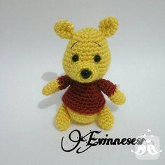 Amigurumi oyuncak tarifleri arıyorsanız işte size Winnie the Pooh bal ayısının örgü tarifi. Bu güzel tarifle siz de bir Winnie örün. 10marifet.org'da.