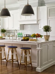 1000 images about the hamptons from a new yorkers point for Hampton style kitchen stools