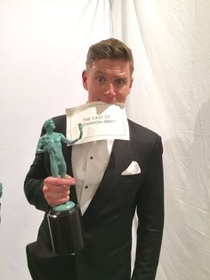 @Allenleech from @DowntonAbbey enjoying his his moment in the @latimes photo booth at the #sagawards X