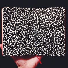 Sketchbook lauren-salgado: More teardrops. Micron pens on a x red moleskine sketchbook. Zantangle Art, Pen Art, Zentangle Drawings, Doodles Zentangles, Doodle Drawings, Doodle Patterns, Zentangle Patterns, Moleskine Sketchbook, Fashion Sketchbook