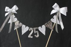 silver wedding anniversary cake topper, cake bunting, cake flags, cake banner, silver or glitter hearts with hand cut numbers Silberne Hochzeit Jahrestag Kuchen Topper Kuchen von SoLuvli 25th Wedding Anniversary Cakes, Anniversary Banner, Anniversary Decorations, Silver Anniversary, Anniversary Parties, Anniversary Ideas, Cake Banner, Cake Bunting, Bunting Flags