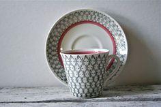 Vintage Upsala-Ekeby Sweden Tea Cup - Mid-century: Love this pattern Tea Cup Saucer, Tea Cups, Coffee Set, Coffee Time, Tea Time, Vintage Tea, Vintage Coffee, Chocolate Pots, Tea Party