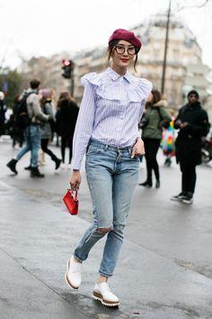 La Fashion Week automne-hiver 2016-2017 de Paris bat son plein, découvrez les meilleurs looks pris sur le vif à la sortie des défilés. Photos par Sandra Semburg.