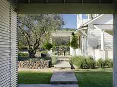 [CasaGiardino]  ♛  Walkway Residence near St Helena  Architectural Details  Farmhouse  Modern  Architectural Detail  Grounds by Wade Design Architects