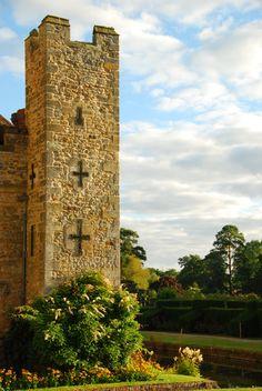 O material é Terra, mas a forma é totalmente Árvore - Hever Castle, East Tower, Kent, UK, childhood home of Anne Boleyn - www.alinemendes.com.br