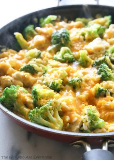 Cheesy Chicken Broccoli and Rice. One-Pan Cheesy Chicken Broccoli and Rice is a cheesy easy dinner loaded with simple ingredients like chicken rice and broccoli. Cooking Recipes, Healthy Recipes, Healthy Salads, Healthy Food, Budget Recipes, Kraft Recipes, Top Recipes, Recipies, Family Recipes
