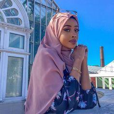 Photography: Modern Muslim woman in Hijab with beautiful eyes and eyelashes Beautiful Muslim Women, Beautiful Black Women, Beautiful People, Beautiful Eyes, Muslim Fashion, Modest Fashion, Hijab Fashion, Mode Turban, Modele Hijab