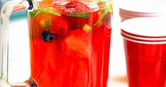 Santa Claus Punch 🎅🍹 Santa can gulp down as much of this non-alcoholic cocktail as he likes! Fruity Vodka Drinks, Non Alcoholic Cocktails, Drinks Alcohol Recipes, Punch Recipes, Vodka Tequila, Drink Recipes, Aussie Christmas, Christmas Punch, Christmas Cocktails