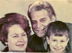 Στην φωτογραφία ο Σπύρος Καλογήρου, μαζί με την  Ευαγγελία Σαμιωτάκη και τον γιό τους Κωνσταντίνο.