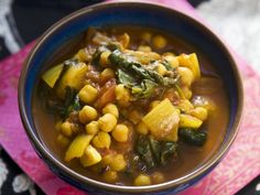 Spinat-Kichererbsen-Topf nach indischer Art ist ein Rezept mit frischen Zutaten aus der Kategorie Blattgemüse. Probieren Sie dieses und weitere Rezepte von EAT SMARTER!